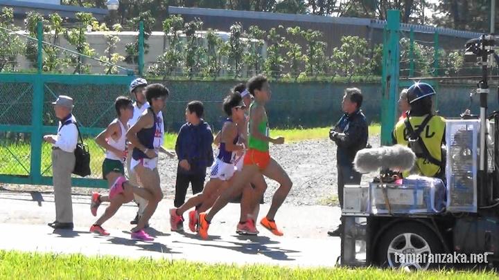 今予選会トップ通過の大東文化大 トップ選手達は給水所を素通りする