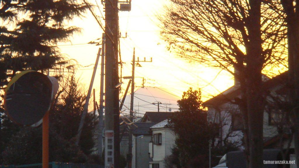 多摩住宅街の富士山